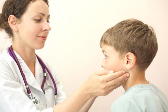 Где расположены лимфоузлы на шее у ребенка и почему лимфоузел на шее у малыша может быть увеличен: причины, симптомы, лечение и диагностика • Твоя Семья