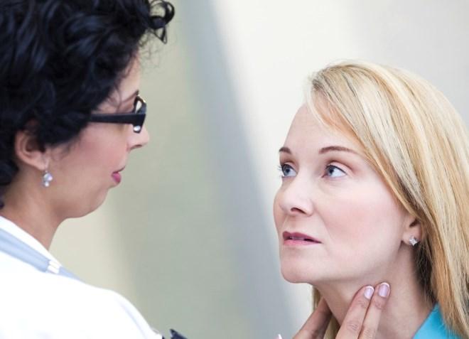 О чём говорит если болит горло и воспалились лимфоузлы на шее